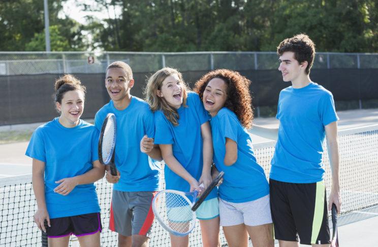 jeunes au tennis